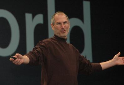 """Jobs: """"Chi ha pagato iPhone 599$ avrà 100$ di rimborso"""""""