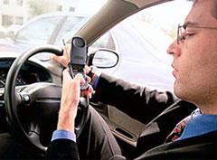 UK: fino a 2 anni per chi scrive sms mentre guida