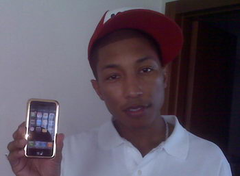 Pharrell sceglie iPhone. D'oro