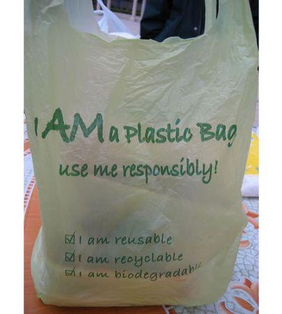 Questa borsa di plastica si autodistruggerà tra 4 mesi