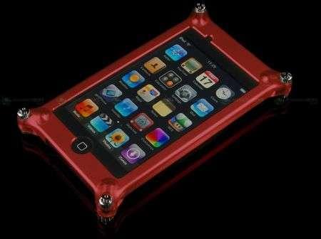 Factron Quattro: l'alluminio protegge iPod Touch