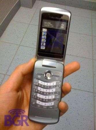 BlackBerry KickStart il primo clamshell