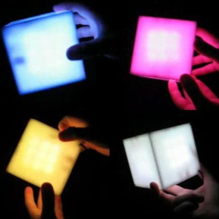 Cubi colorati con accelerometro