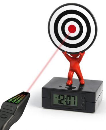 Laser Target Alarm Clock: spegni la sveglia sparandogli!
