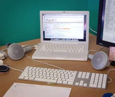 Auricolari supersize per elefanti o desktop speakers?