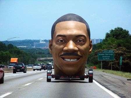 Piacere, Dave: la testa gigante di Eddie Murphy viaggia per gli States