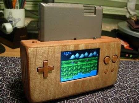 Un NES portatile di legno