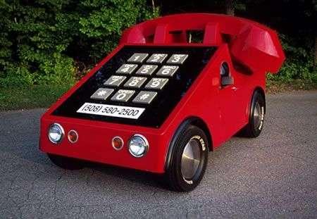 VW Maggiolino trasformato in telefono!