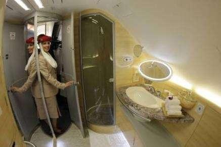 Emirates Airbus A380: doccia a 13mila metri