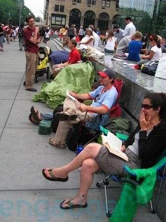 Uscita iPhone 3G: sulla 5th Avenue già in coda una settimana prima