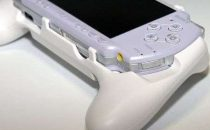 PSP2000: dock Dual Shock per PSP