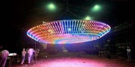 UFO di 7 metri con 3000 LED comandabile via SMS