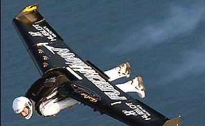 Yves Rossy (Jetman, Fusionman) sorvola la Manica