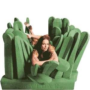 Pratone, un divano di erba gigante gommosa e morbida