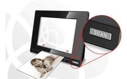 Portafoto digitale con scanner incorporato