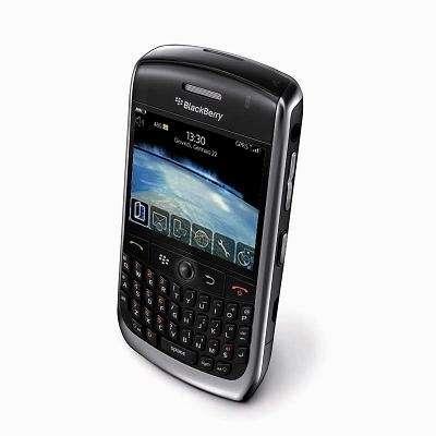 BlackBerry Curve 8900 con Vodafone e Wind: Facebook illimitato