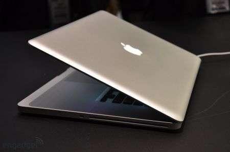 Apple Macbook Pro 17″ con scocca unibody
