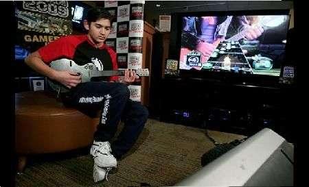 Guitar Hero: Danny Johnson, 14 anni, batte record