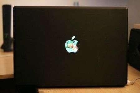 Apple Logo su Macbook come secondo schermo