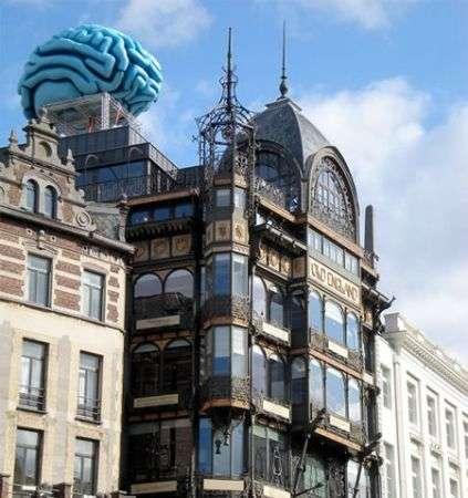 Bruxelles: l'edificio con il cervello. Blu
