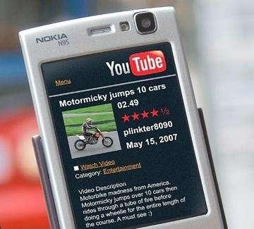 Internet Mobile: 13% italiani naviga da cellulare