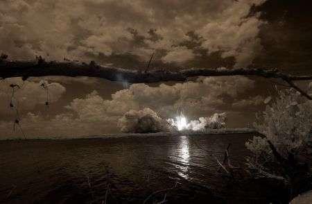 Shuttle Atlantis fotografato agli infrarossi