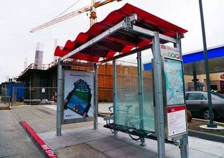 Fermata autobus a energia solare con Wifi gratis