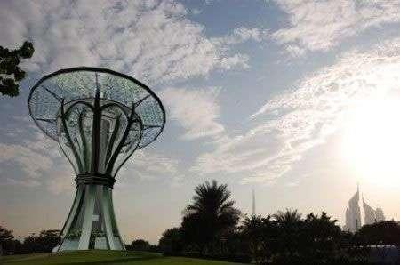 Almeisan Tower a Dubai: solare e stellare