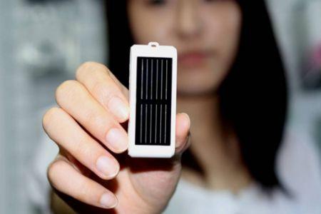 ZYRUS: penna solare compatta