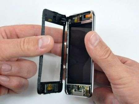 iPod Touch 3G: lo spazio per videocamera c'era. E non solo