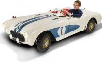 Baby 1956 Corvette C1 su Hammacher