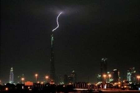Burj Dubai: il più amato dai fulmini