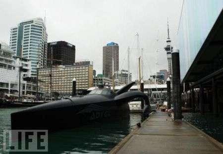 Trimarano Earthrace si rinnova per combattere le baleniere