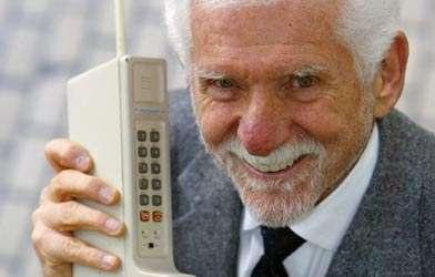 L'inventore dei cellulari: oggi sono troppo complicati