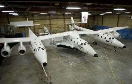 Virgin Galactic SpaceShipTwo presentato da Branson