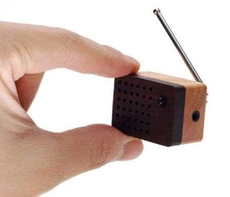 La più piccola radio FM, di legno