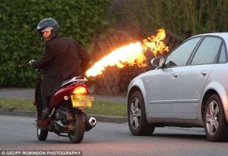 Scooter spara fiamme