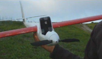 iPhone 3GS acrobatico su un aeroplanino radiocomandato