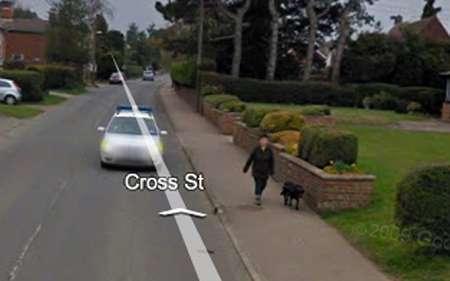 Donna da record su Google Street View: fotografata 43 volte