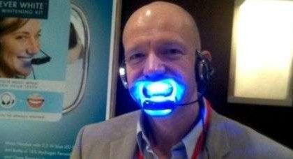 Lettore musicale con sbiancatore denti LED!