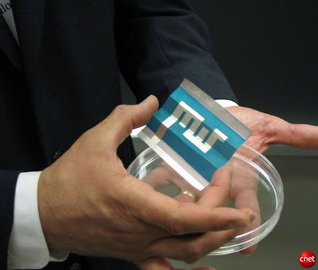 Pannello solare stampato su un foglio di carta!
