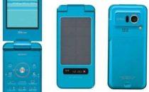 Il nuovo cellulare Sharp: 10 minuti di sole per 3 ore di chiacchere