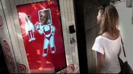 Distributore automatico di gelati con sorrisometro