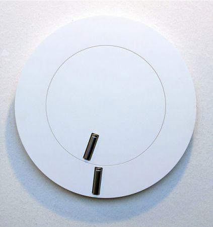 Orologio iper minimalista: le pile fanno da lancette!