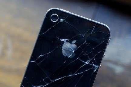 iPhone 4: occhio a come impugnarlo e a non farlo cadere!