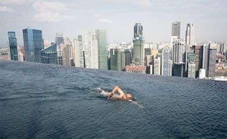 Piscina hitech da brividi a Singapore