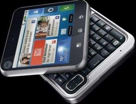 Motorola FlipOut arriverà anche in Italia il biscotto Android