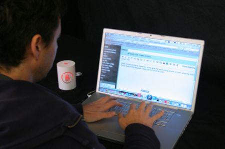 Gadget folle che emette puzze a ogni parolaccia scritta