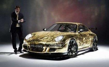 Porsche in materiali riciclati e spinta a pedali!