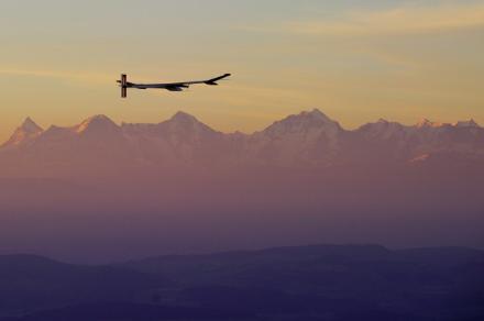 Solar Impulse: ok il volo notturno dell'aereo solare